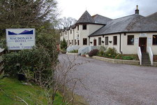 MacDonald Hotel, Cabins & Lochside Campsite